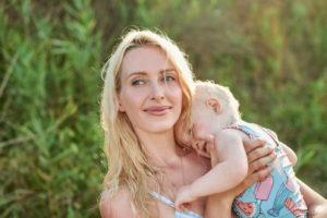 Мама с дочкой на руках. Портреты